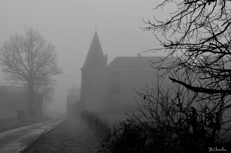 blog-bc-2014-3-Ferme fortifiée dans le brouillard Breton