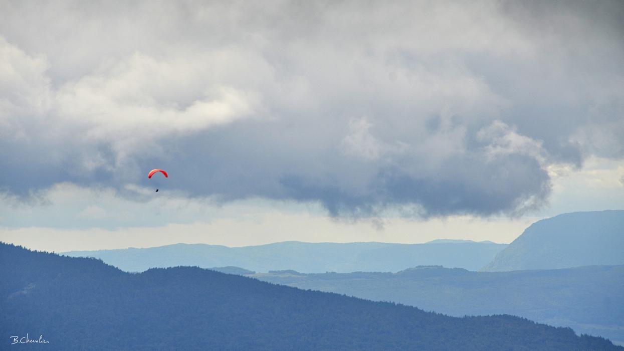 blog-bc-2018-27-Parapente dans ciel tourmenté