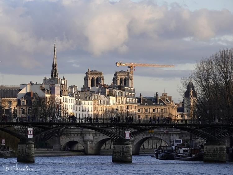 blog-bc-2020-07-le pont des arts et ND de Paris